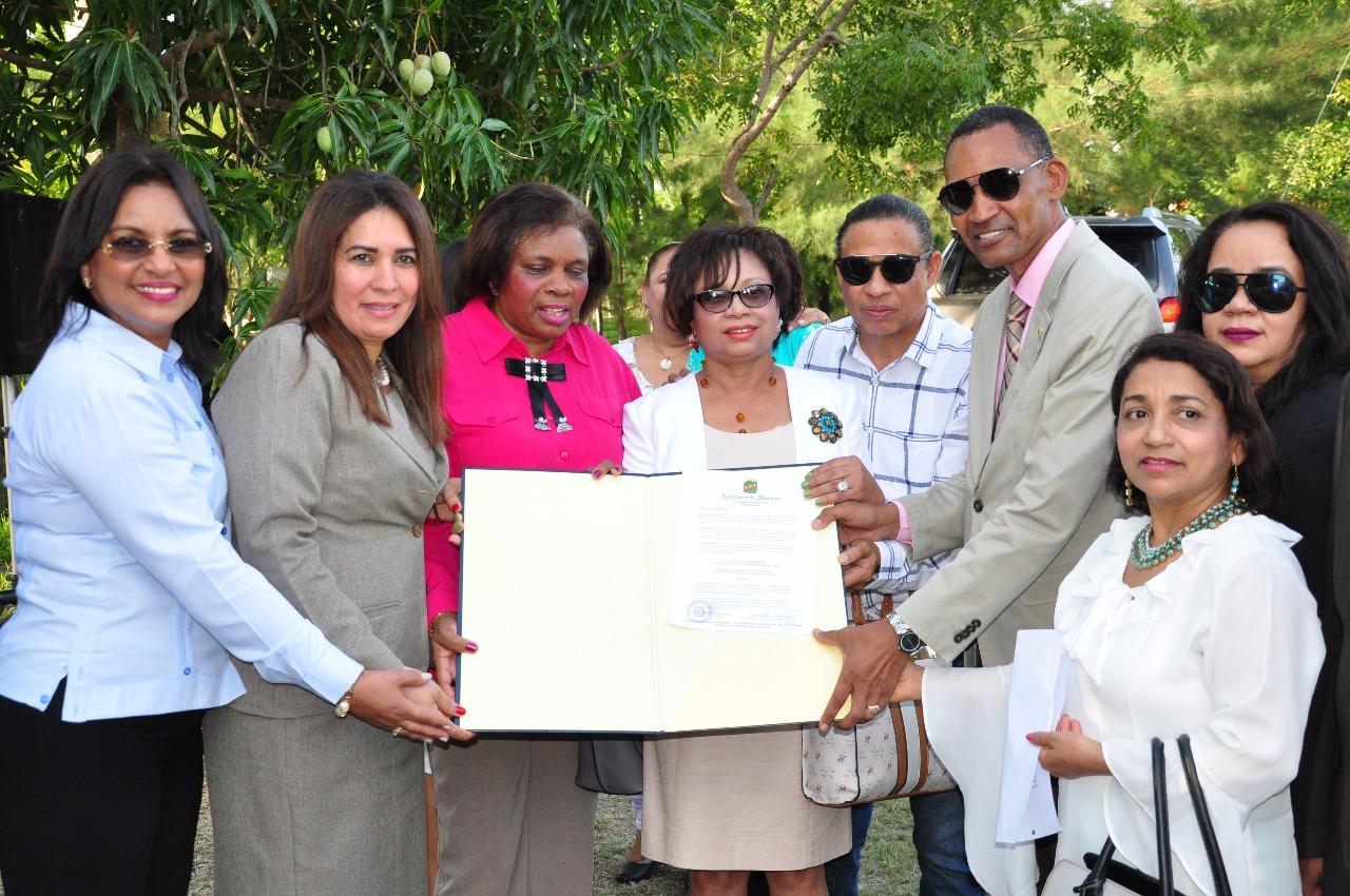 Ayuntamiento SFM designa avenidas Dr. Luis Báez del Rosario y Paseo de la Mujer