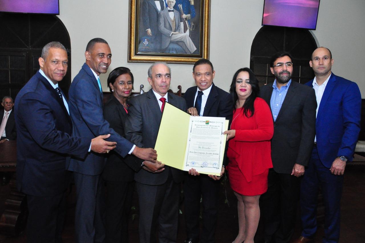 Ayuntamiento SFM reconoce personalidades e instituciones en el 240 aniversario fundación SFM