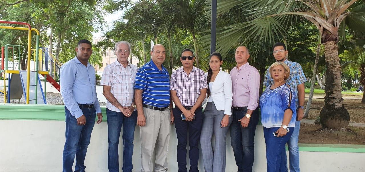 Alcalde SFM  entrega remozado parque Urb. Piña ll