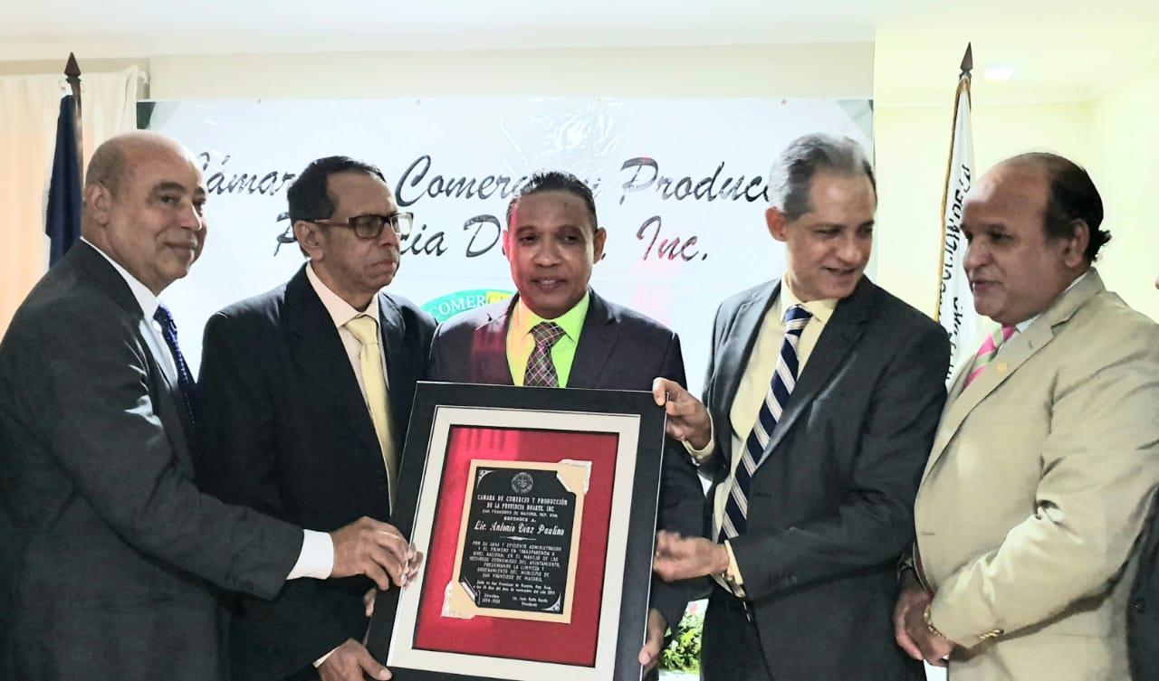 Cámara de Comercio y Producción Prov. Duarte  reconoce a tres personalidades SFM.
