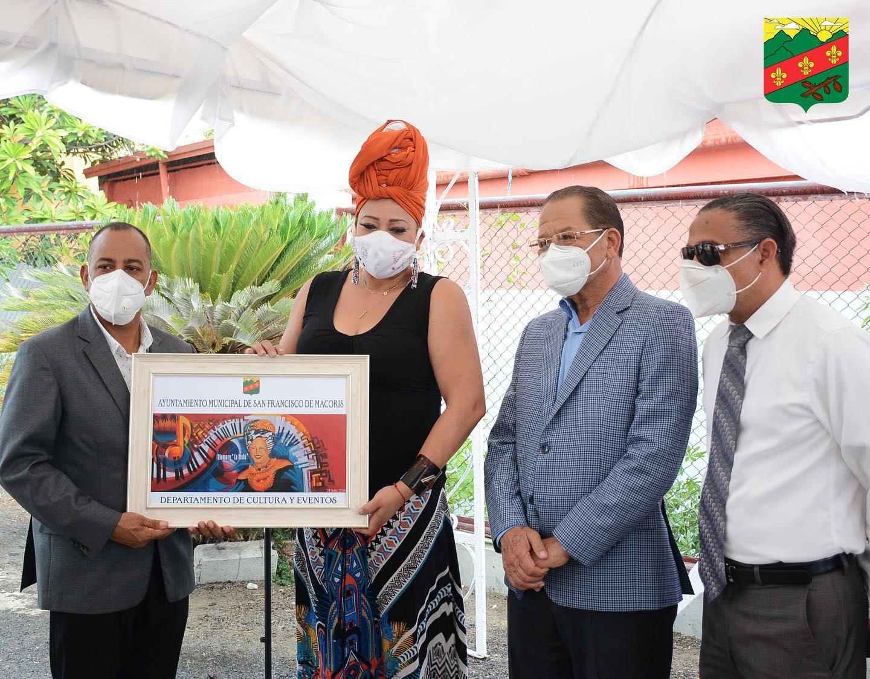Ayuntamiento develiza murales dedicados a destacadas personalidades SFM