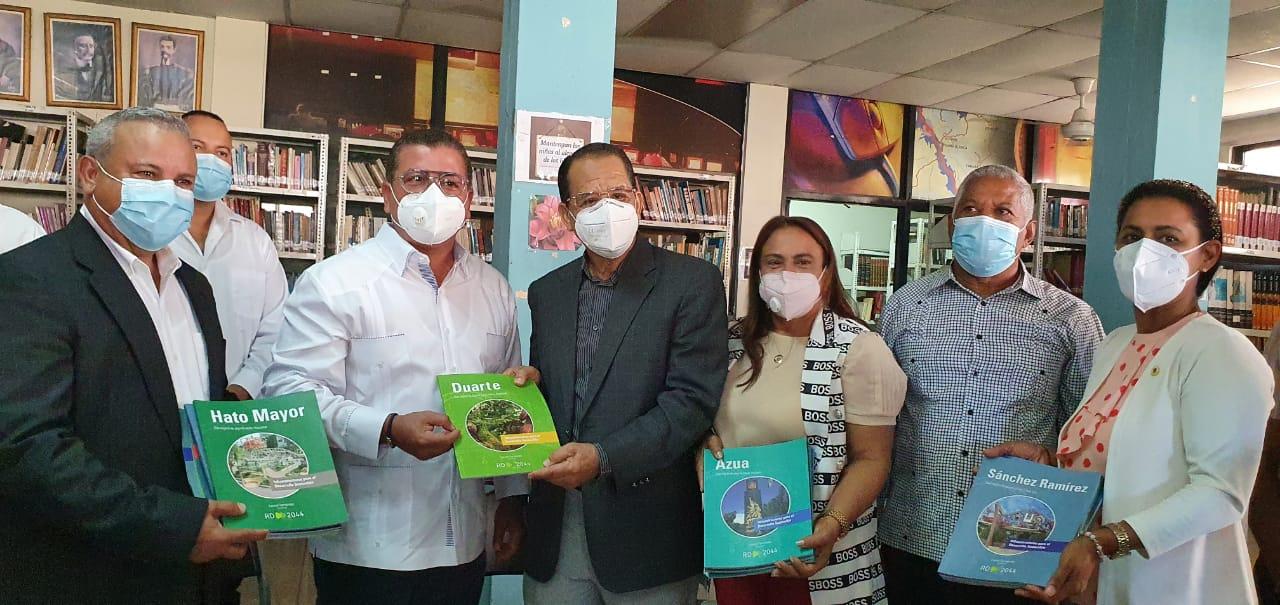 Funglode entrega  libros proyecto 2024 a biblioteca municipal SFM