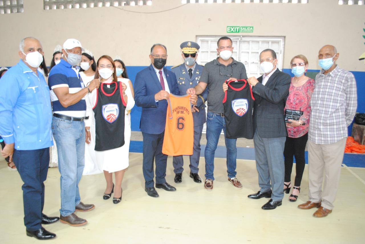 Asociación de Baloncesto y Ayuntamiento SFM organizan campamento de Minibasquet.